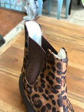 Load image into Gallery viewer, Outwoods Fall-1 Rubber Boots in Leopard Print - June Adel