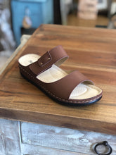 Load image into Gallery viewer, Pierre Dumas Brown Aggie-3 Sandals