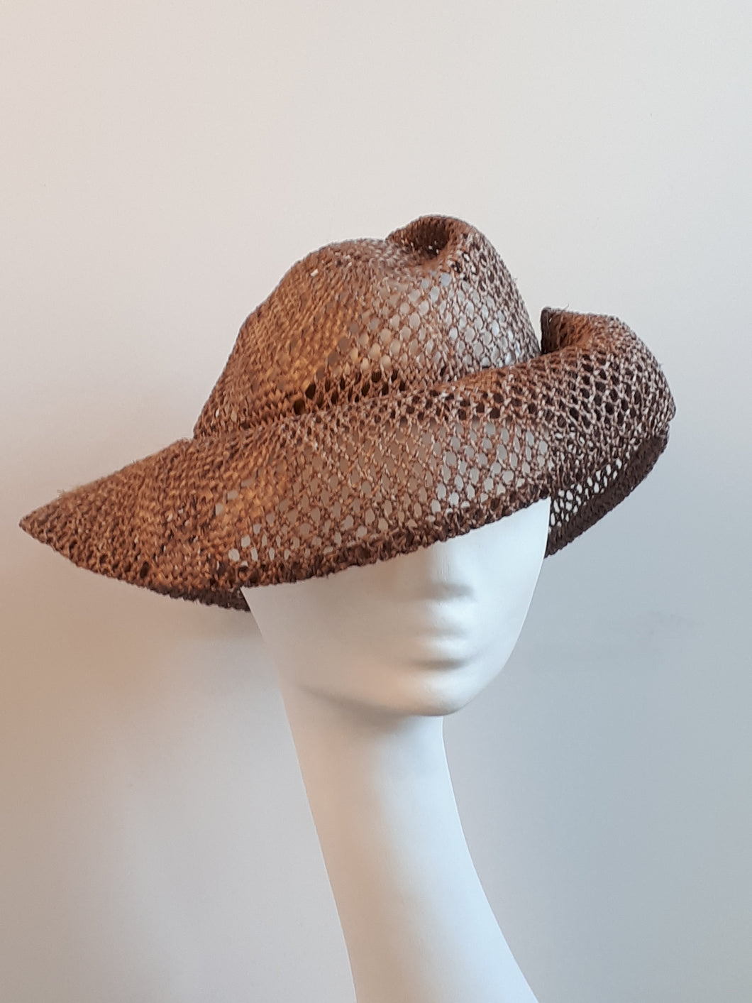 Elegant Summer Hat in Sisal FS2618