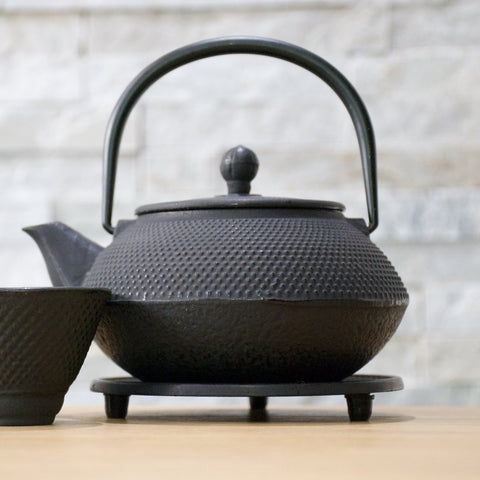 Cast Iron Teapot (0.7L) & Trivet Base