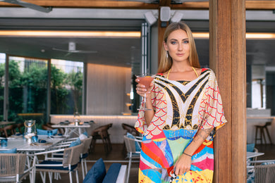 Artsy Lång Kaftan med rund ringning - Resort Collection - www.kaandabeachlife.se