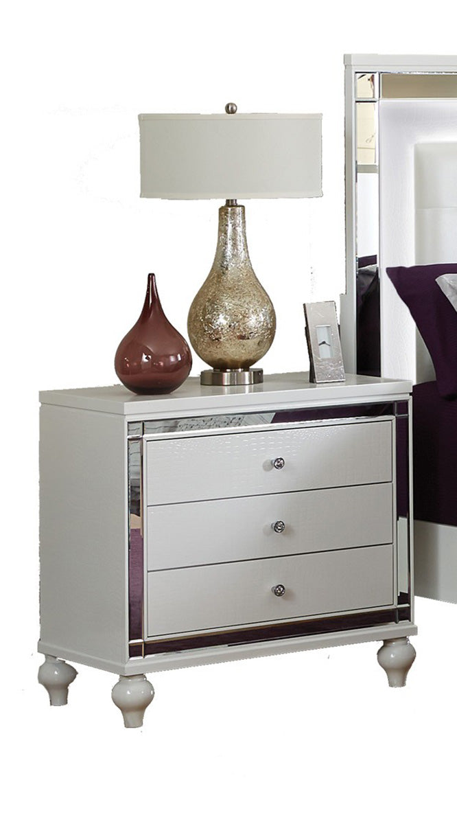 Homelegance Alonza 3 Drawer Nightstand in White 1845-4 image