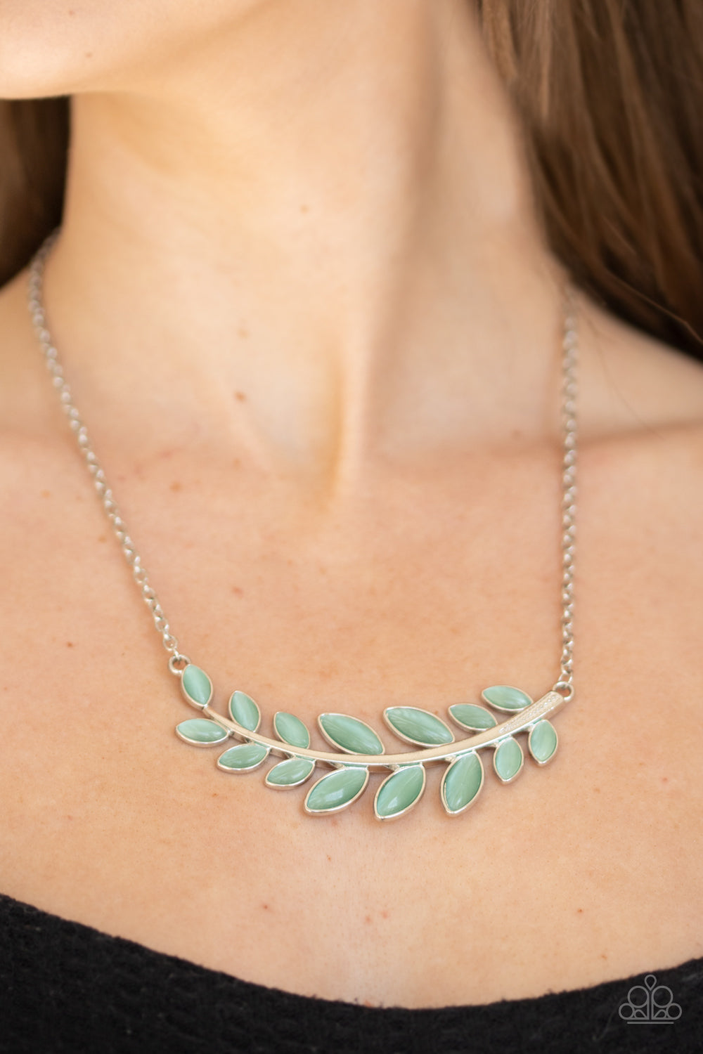 Paparazzi Frosted Foliage - Green Necklace