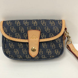 Primary Photo - BRAND: DOONEY AND BOURKE STYLE: WRISTLET COLOR: BLUE SKU: 144-14483-89091
