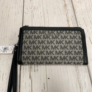 Primary Photo - BRAND: MICHAEL KORS STYLE: WRISTLET COLOR: BLACK OTHER INFO: JET SET/NEW SKU: 221-22111-21447