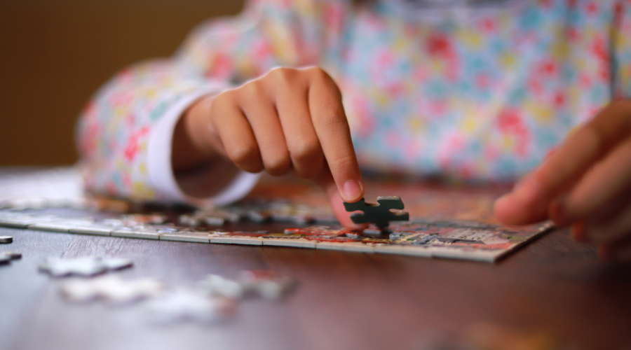 Jigsaw puzzle trains the basic logical thinking skills of your children.