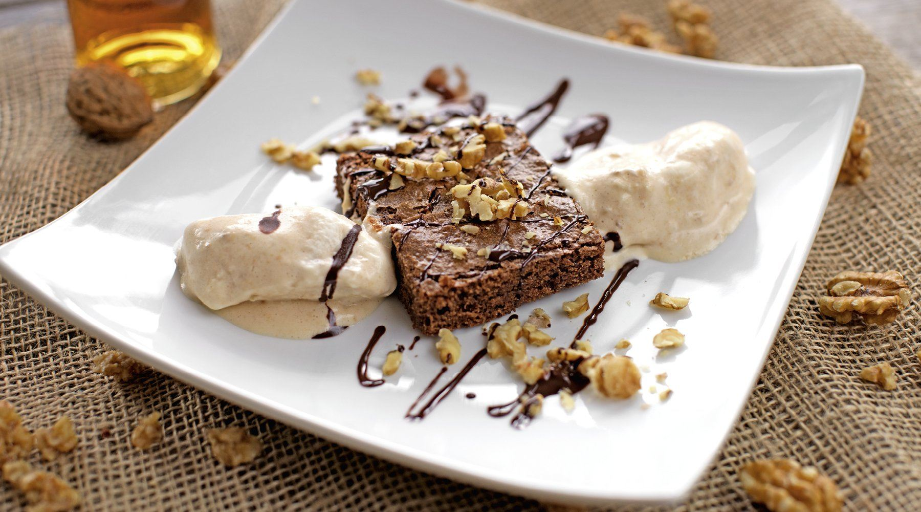 BROWNIES MIT WALNUSS-PARFAIT
