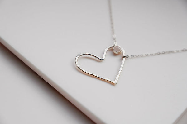 The silver heart necklace with Rose Quartz gemstone
