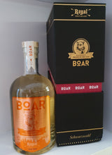 Laden Sie das Bild in den Galerie-Viewer, Boar Royal Gin Rose Rubin limited Edition 2020 0.5l 43% Flasche limitierte Edition fassgelagert