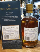 Laden Sie das Bild in den Galerie-Viewer, Ra Rum Artesanal single cask El Salvador 11 Jahre 0,5l 46,3% vol.