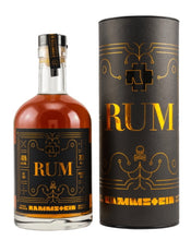 Laden Sie das Bild in den Galerie-Viewer, 3er Set: 1x Rammstein Rum Limited Edition 2021 und 2 classisch mit Dose 0,7l 46% vol.