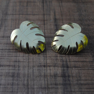 Open image in slideshow, Gold Monstera Earrings