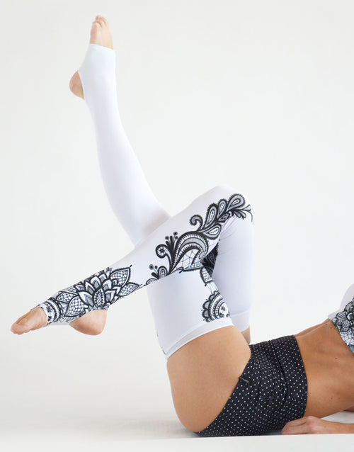 BOOMKATS Legwarmers - White Lace