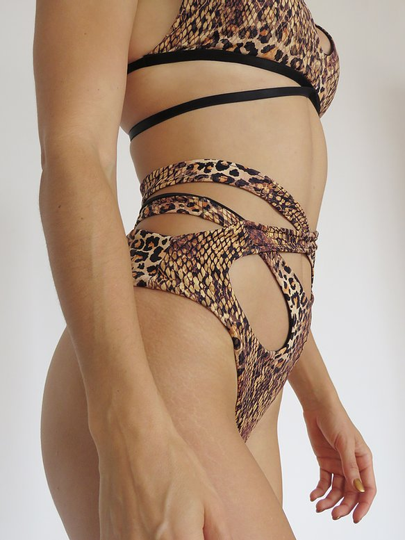 SORTE High Waisted Wild Cheeky Shorts - Snake/Leopard