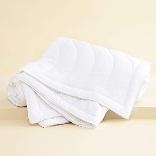 Buffy Breeze Comforter - Hypoallergenic Eucalyptus Fabric - Temperature-Regulating - Full/Queen Comforter