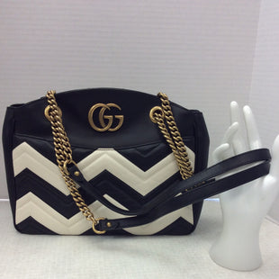 Primary Photo - BRAND: GUCCI STYLE: HANDBAG DESIGNER COLOR: BLACK WHITE SIZE: MEDIUM OTHER INFO: MARMONT MATELASSE 2100 SKU: 133-13316-113416 NEW WITH DETACHED TAGS. JUST A REMINDER THAT ALL ONLINE PURCHASES ARE FINAL SALE! NO RETURNS! THANK YOU FOR YOUR CONSIDERATION AND COOPERATION.. 13 IN ACROSS BAG. 9.5 IN TOP TO BOTTOM. 3IN WIDTH SIDE SEAM TO SIDE SEAM ON SIDE OF BAG . 13 IN HANDLE DROP TO TOP OF BAG.