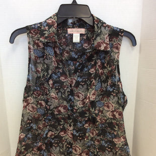 Primary Photo - BRAND: BAND OF GYPSIES STYLE: TOP SLEEVELESS COLOR: FLORAL SIZE: S SKU: 133-13316-106674FEMININE AND FRILLY SLEEVELESS FLORAL TOP.