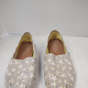 Primary Photo - BRAND: TOMS STYLE: SHOES FLATS COLOR: STAR SIZE: 7.5 SKU: 133-13379-171