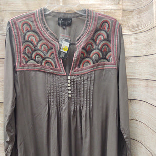 Primary Photo - BRAND:    CLOTHES MENTOR STYLE: TUNIC LONG SLEEVE COLOR: BROWN SIZE: XL OTHER INFO: B BOUTIQUE - SKU: 133-13373-13404