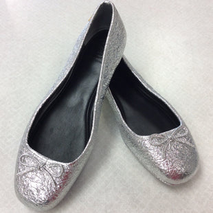 Primary Photo - BRAND: TORY BURCH STYLE: SHOES FLATS COLOR: SILVER SIZE: 7.5 OTHER INFO: NEW! LAILA SKU: 133-13316-105941TORY BURCH, NEW WITH TAGS, LAILA METALLIC SILVER BALLET FLATS.