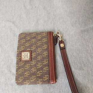 Primary Photo - BRAND: DOONEY AND BOURKE STYLE: WRISTLET COLOR: BROWN SKU: 133-13316-116187