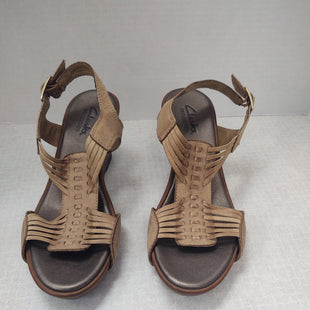 Primary Photo - BRAND: CLARKS STYLE: SANDALS LOW COLOR: TAN SIZE: 5 SKU: 133-13355-31832WEDGE 2 1/2 INCH