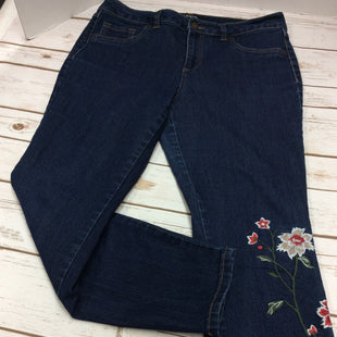 Primary Photo - BRAND: D JEANS STYLE: JEANS COLOR: DENIM BLUE SIZE: 8 SKU: 133-13374-616THESE ARE A FUN MEDIUM WASH DENIM ANKLE JEAN FROM D JEANS. THE ADDED EMBROIDERED FLORAL MOTIF AT THE BOTTOM OF THE LEG  AND AGAIN AT THE BACK POCKET ADDS A BIT OF FUN COMING AND GOING WHILE TAKING THESE JEANS BEYOND BASIC!