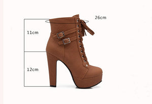 Plattform High Heels in Boots Style