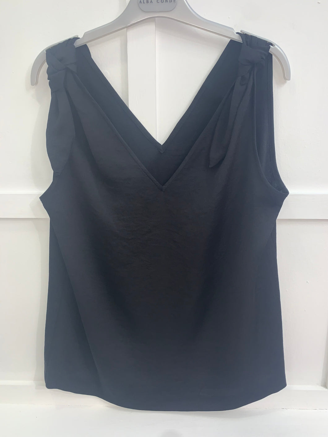 Alice Black Sleeveless Blouse