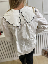 Load image into Gallery viewer, White Peter Pan Blouse