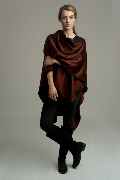 All Women Alpaca Wool Classic Cape Mujer Lana de Alpaca Ruana Clásica Poncho Capa Copper Cobre Brown Marrón Chocolate AWANA