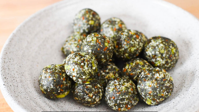 4-Ingredient Raw Spirulina & Almond Energy Balls