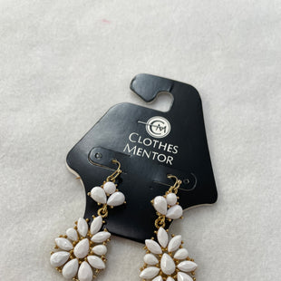 Primary Photo - BRAND:    CLOTHES MENTOR STYLE: EARRINGS COLOR: WHITE OTHER INFO: NB - SKU: 240-24091-5834