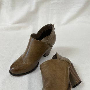 Primary Photo - BRAND:    CLOTHES MENTOR STYLE: BOOTS ANKLE COLOR: TAUPE SIZE: 6.5 OTHER INFO: MATA - SKU: 240-24090-375