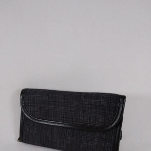 Primary Photo - BRAND: THIRTY ONE STYLE: CLUTCH COLOR: GREY OTHER INFO: ATTACHABLE STRAP SKU: 240-24083-9773