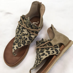 Primary Photo - BRAND:    CLOTHES MENTOR STYLE: SANDALS FLAT COLOR: ANIMAL PRINT SIZE: 8.5 OTHER INFO: VERY G - SKU: 240-24068-5886