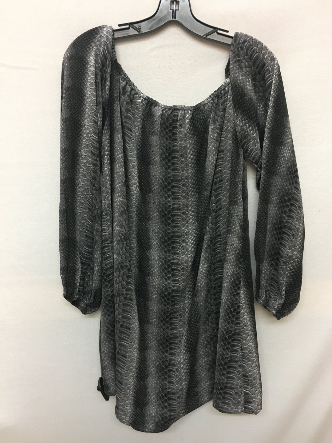 Photo #1 - BRAND:    CLOTHES MENTOR <BR>STYLE: TOP LONG SLEEVE <BR>COLOR: SNAKESKIN PRINT <BR>SIZE: L <BR>OTHER INFO: BUDDY LOVE  - <BR>SKU: 240-24049-51558