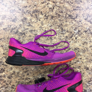 Primary Photo - BRAND: NIKE APPAREL STYLE: SHOES ATHLETIC COLOR: FUSCHIA SIZE: 7.5 SKU: 240-24052-46573