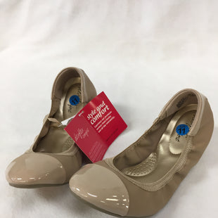 Primary Photo - BRAND: DEXFLEX STYLE: SHOES FLATS COLOR: NUDE SIZE: 11 SKU: 240-24083-8947