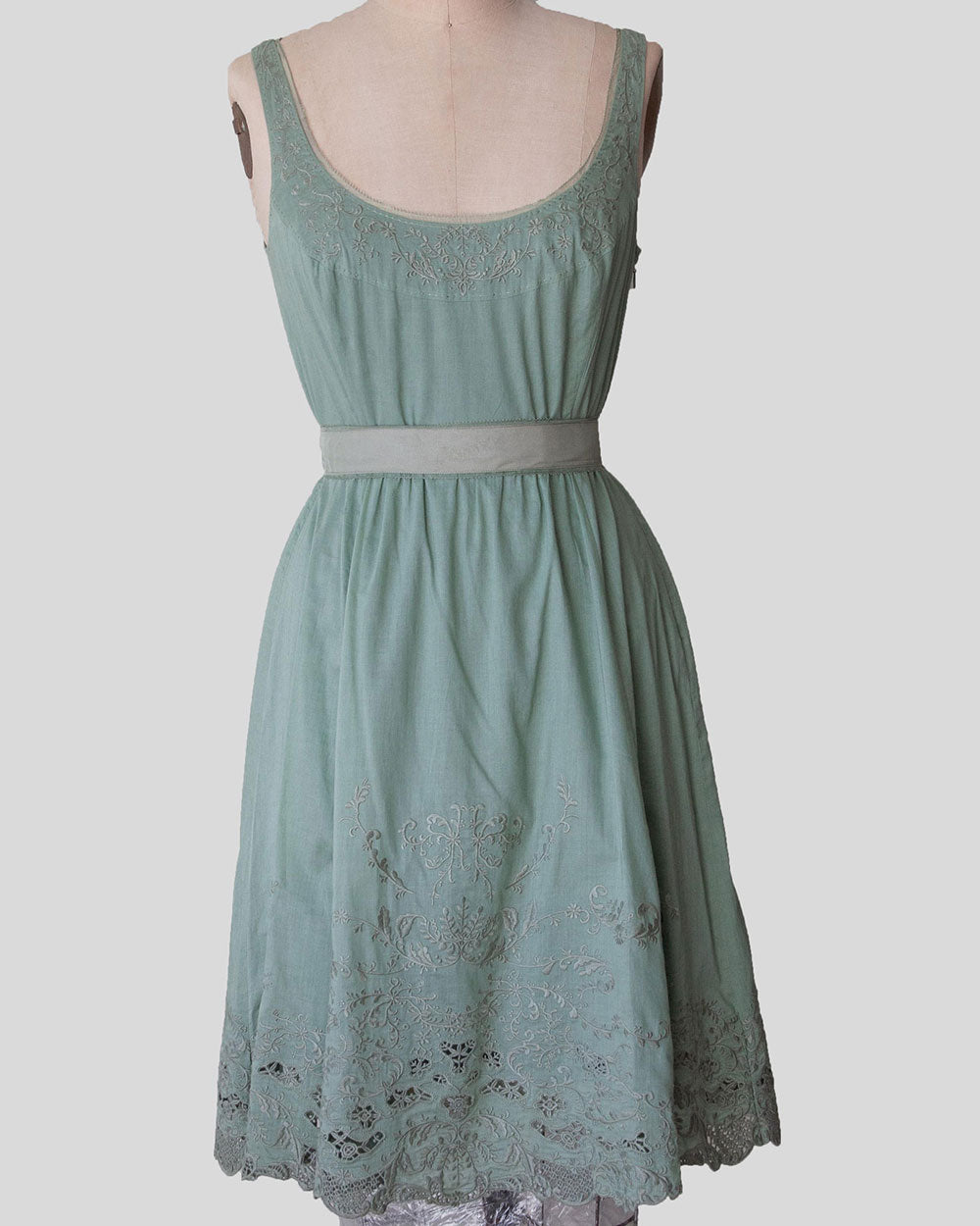 Elie Tahari Dress, Embroidered Dress. With lining and lace trim. A 100% Cotton