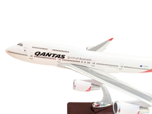 Load image into Gallery viewer, LED  Qantas 747 Wunala VH OEJ with Windows the Last Qantas to Fly.