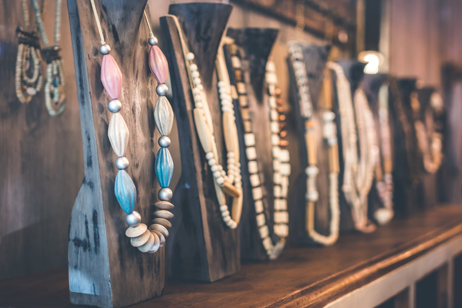 How to store a jewelry to avoid discolorization, tangling and tarnishing.