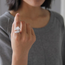 Load image into Gallery viewer, Suzulan Natural White Crystal Flower Opening Ring - Acecare Jewellery Store