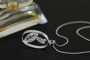 Exquisite hollow flower pendant necklace - Acecare Jewellery Store