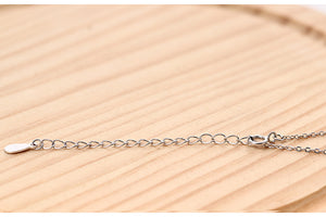 Fashion influx Small leaf pendant  with chain