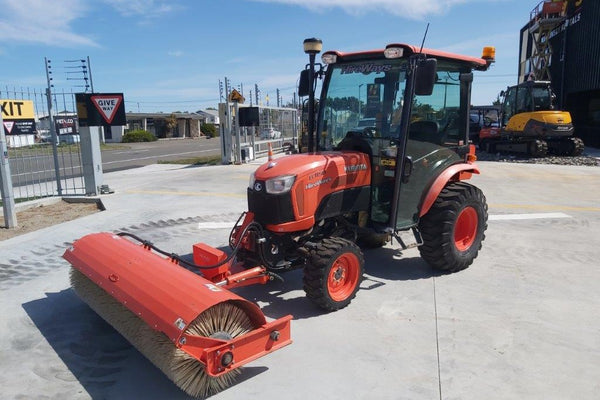 Used Kubota B3150 Broom Tractor | 680 Hours
