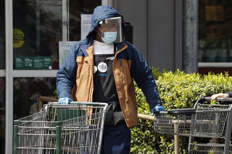 Whole Foods to provide face masks for shoppers
