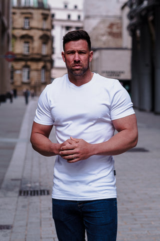 how a t shirt should fit on waist - tapered menswear