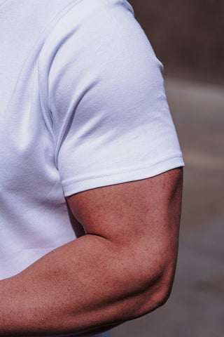 how a t shirt should fit on biceps - tapered menswear