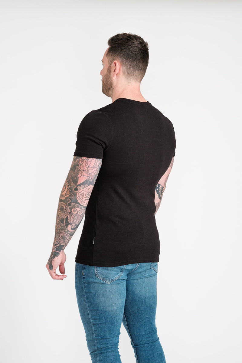 Mens Black Tapered Fit T-Shirt. A Proportionally Fitted and Muscle Fit T Shirt. Ideal for bodybuilders